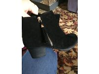 Ladies size 6 ankle boots