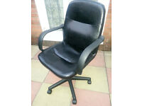 Black Leather swivel chair in VGC