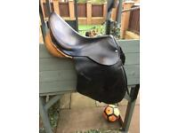 Jackie Roberts collection saddle 17inch medium perfect condition no longer fits my horse
