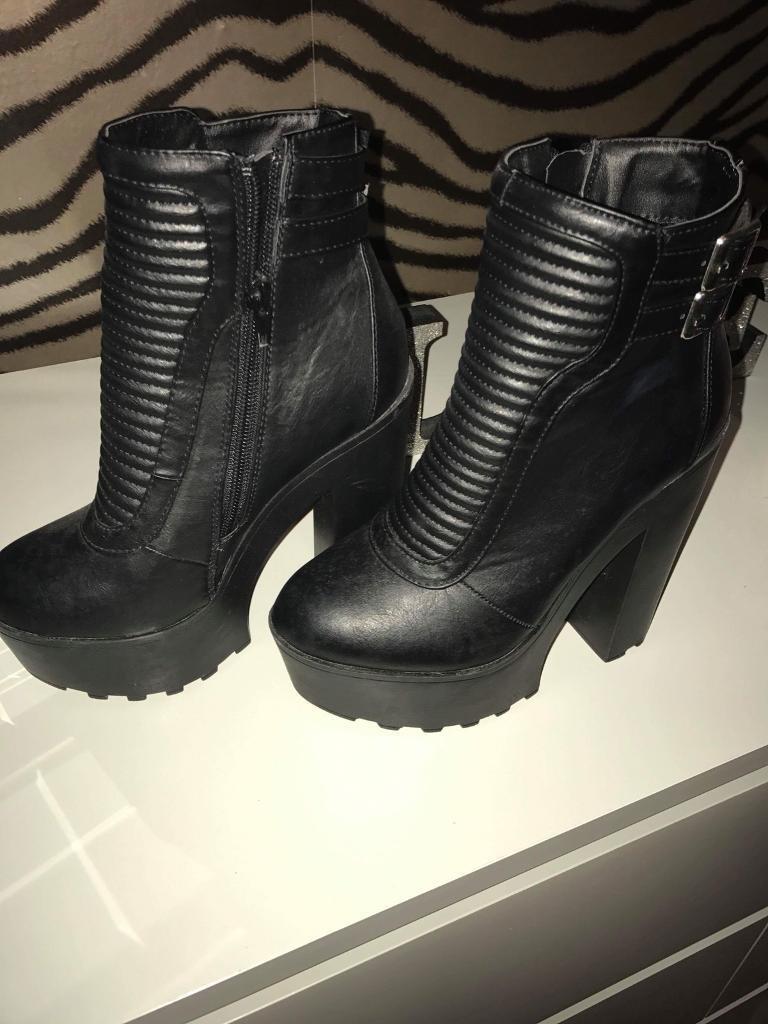 Stunning black boots size 3