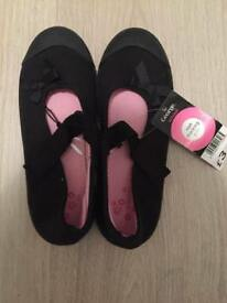 New girls size 1 gym shoe from GEORGE sell for £1