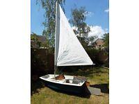 Small sailing boat / tender
