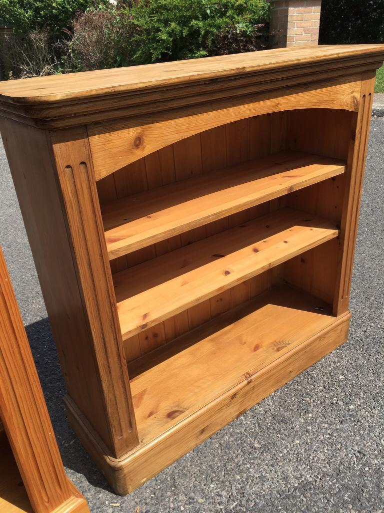 Solid pine bookcase with adjustable height shelves. Possible delivery