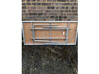 Gopak alley folding table
