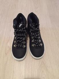 New RRP £22 girls /ladies high top trainer boot size 3