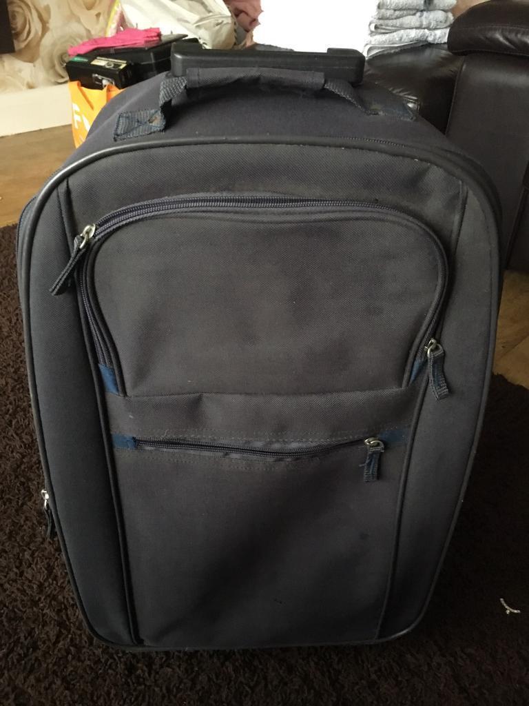 Small basic suitcase (carry on luggage) ?
