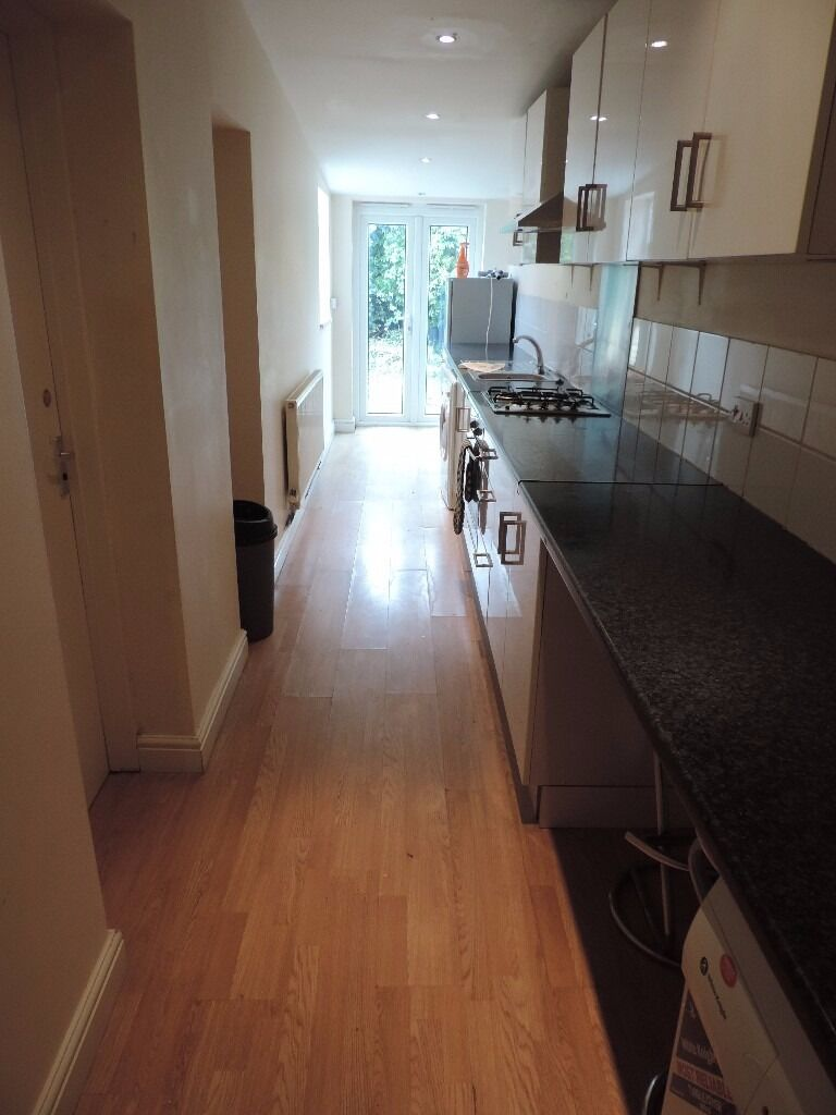 Richards Street, Cathays, 4 Bed House, £1000, **AVAILABLE 01/08/2017**