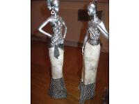 figurines x 2