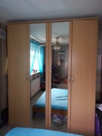 4 door wardrobe with mirrows