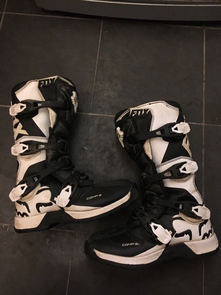 Fox Comp 5 Motocross Boots Youth Size 5 and 2 pairs Fox Gloves Youth Large