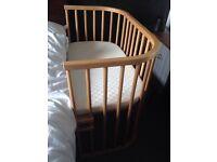 BabyBay Maxi bedside crib with pristine foam mattress
