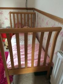2 x cots mamas and papas excellent condition