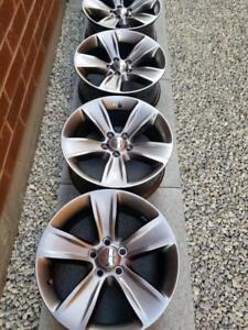 BRAND NEW TAKE OFF FACTORY OEM  18 INCH DODGE CHARGER / CHALLANGER / CHRYSLER 300 ALLOY WHEEL SET OF FOUR WITH  SENSORS