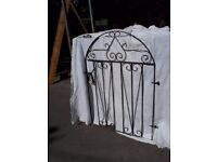 Small single garden gate with latch and hinges suit approx 3ft opening