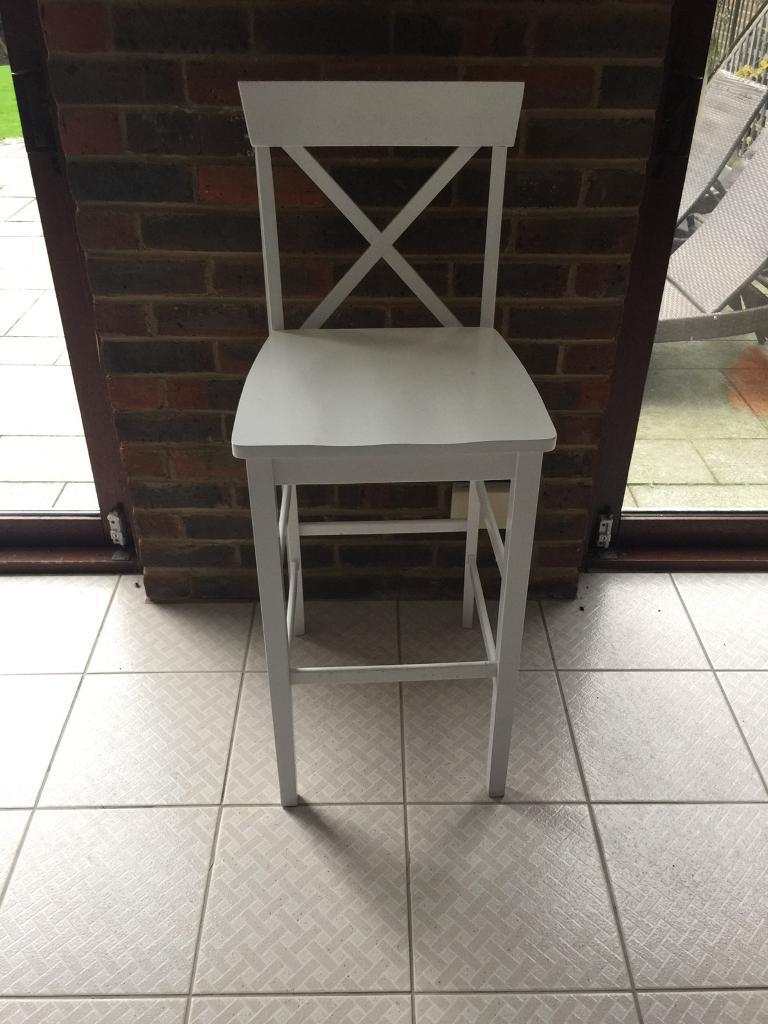 Pair of white wood directors chairs perfect condition
