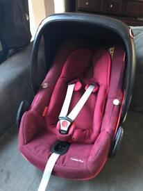 MAXI-COSI PEBBLE PLUS CAR SEAT RED