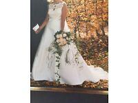 BEAUTIFUL IVORY LACE WEDDING DRESS WITH ITALIAN EMBROIDERY BODICE