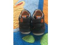 Clark's Prewalking shoes size 4G