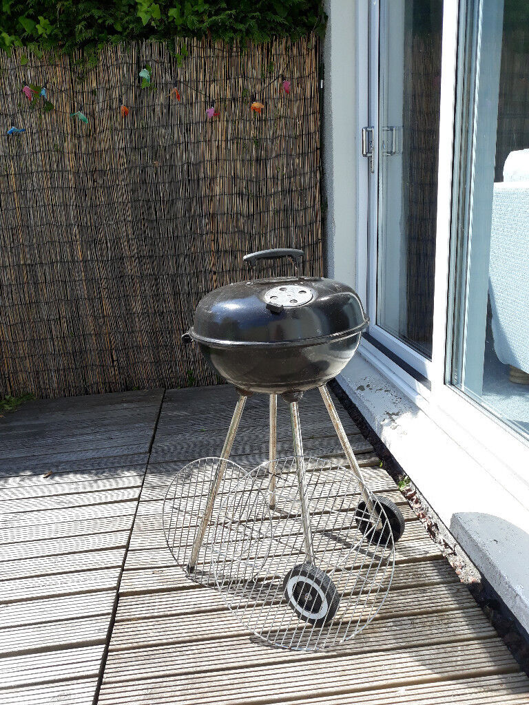 SOLD black kettle barbeque barbecue, with 3 grill trays