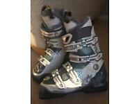 Solomon ski boots size 25.5 (fits approx UK 7)