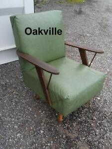 PROJECT Vintage 60s Leather Easy Chair Green Wood Sturdy Needs RECOVERING TLC REQUIRED Retro