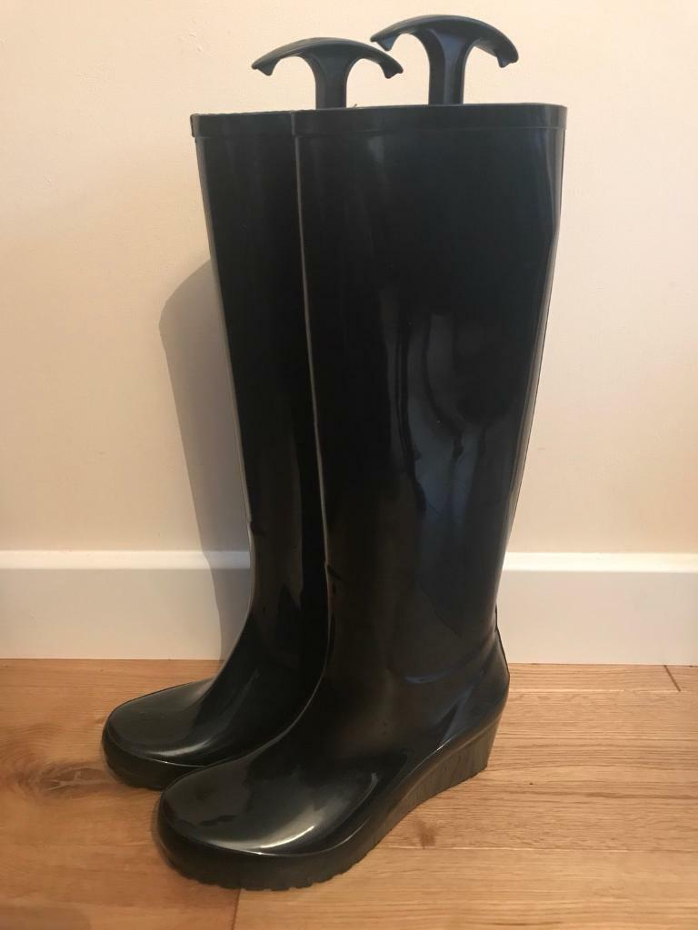 Brand new black wedge welly boots size 37 (4). Made of black rubber. Heel height 3.5 inches.