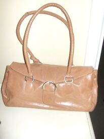 TOP QUALITY LEATHER BAG BY ALPHA