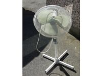 SUPER DELUX EXTENDIBLE OSCILLATING FREE STANDING FAN in good WORKING ORDER
