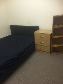 Two clean ,tidy and furnished single rooms available in Manchester (Victoria park )