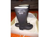 BRAND NEW IN BOX MENS SIZE 10 HUNTER WELLIES