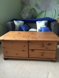 Pine storage chest with drawers