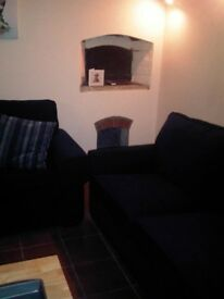 Central Gloucester - Rooms to rent - private lounge & double bedroom in family home
