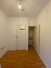 Big Single room with walk in wardrobe. Acton Central. 2 Weeks Deposit. All inclusive