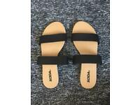 New Womens size 6 sandals