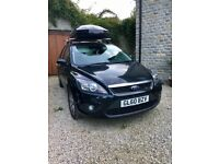FORD FOCUS ZETEC, 2010, 12 MONTHS MOT, LOW MILEAGE, ROOF TOP BOX & RACK INCLUDED