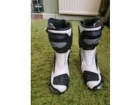 Size 5 Richa bike boots never been worn