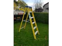 6 tread fiberglass step ladder
