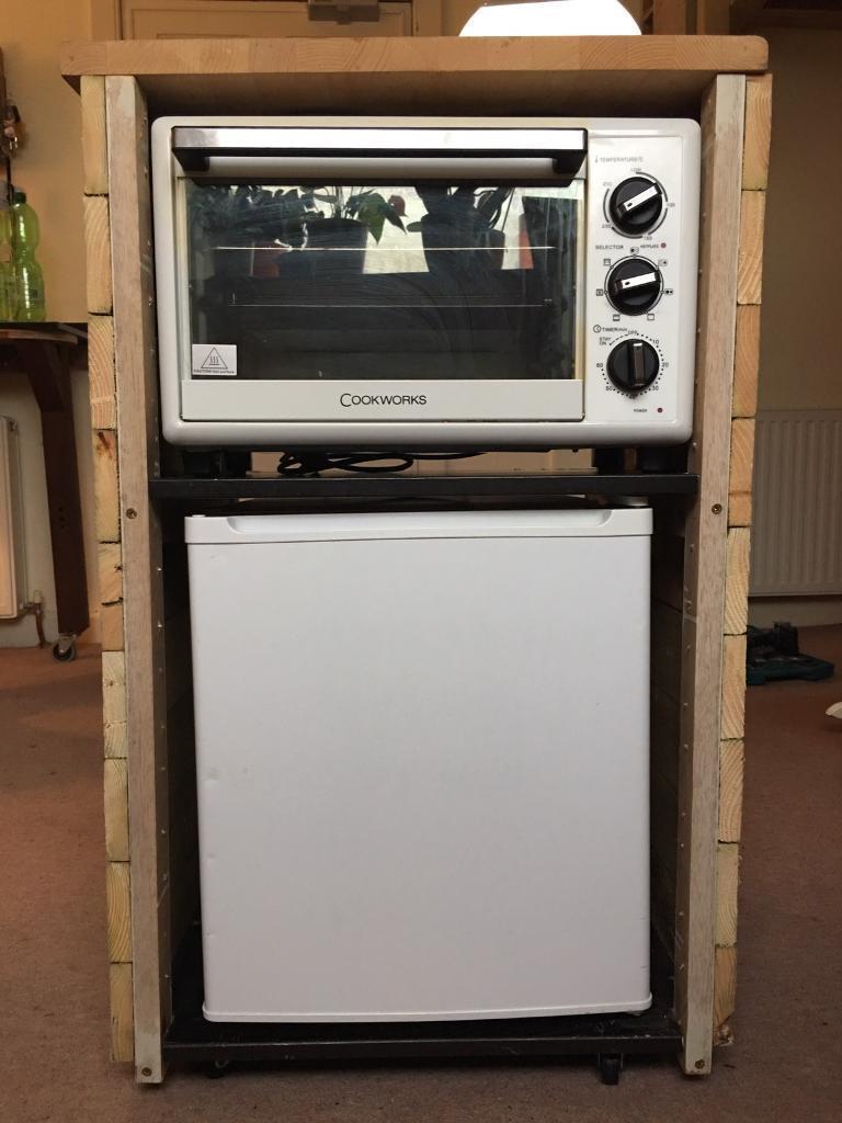 Mini kitchen on wheels, reclaimed wood, fridge + oven&cooker