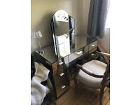 Quality mirrored vanity table with standing mirror on top