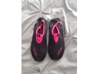 Childs wet shoes, size 13