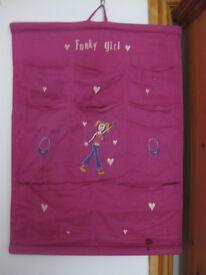 BRIGHT PINK FUNKY GIRLS SHOE / ODDMENTS ORGANISER - only £1 BARGAIN!