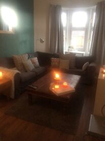 One/Two bedroom furnished flat Tollcross Road (Sky, broadband and council tax included)