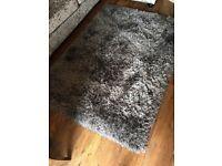 Silvery / grey rug