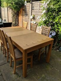 Extending oak table with 6 chairs