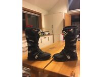 Shift combat motocross boots