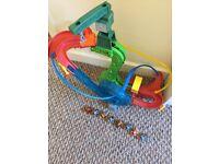 Thomas minis motorized raceway & 8 trains £30