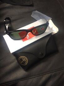Ray-ban polorized sunglasses £90 wayfaye style to go with any outfit, unisex in black. unwanted gift