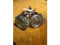 2x cabinet knobs with shattered glass design
