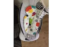 4moms Mamaroo and newborn insert