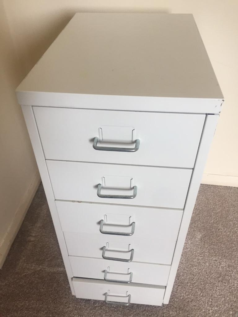 Unit Drawsin ManchesterGumtree - Unit draws in white Bottom draw is faulty Apart from that its in good condition